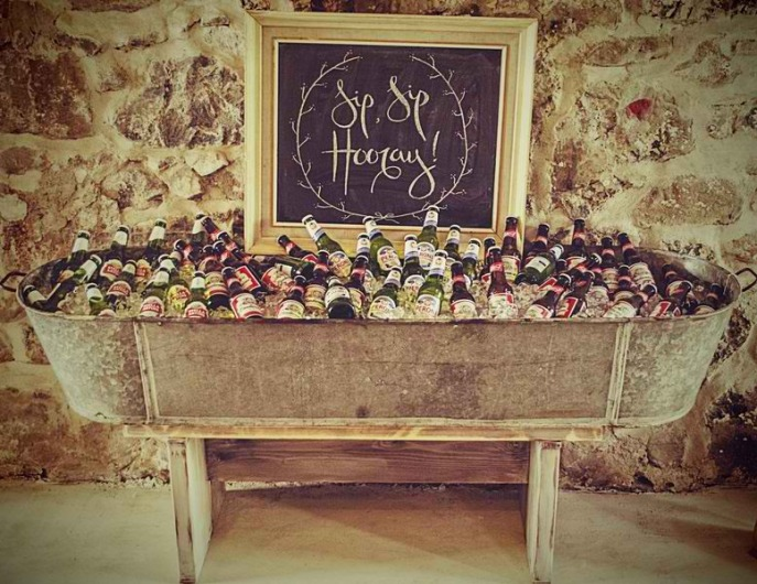 quirky-open-bar-at-wedding