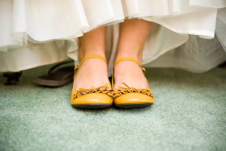 1-yellow-wedding-shoes-cheap-weddin