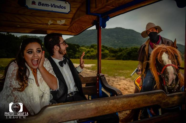 CASO REAL: Uma aventura apaixonante no Beto Carrero - pre-wedding-caso-real - manuh fabiano beto carrero trash the dress ceub 24